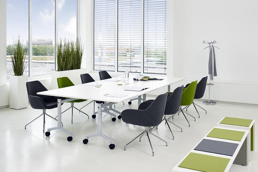 konferenzraum möbel mehrfarbig