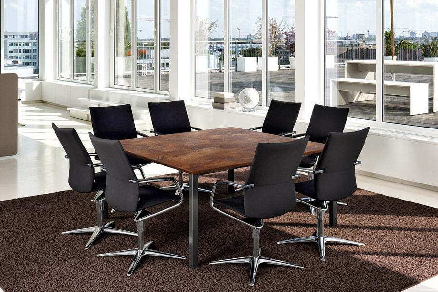 konferenzraum tisch stühle