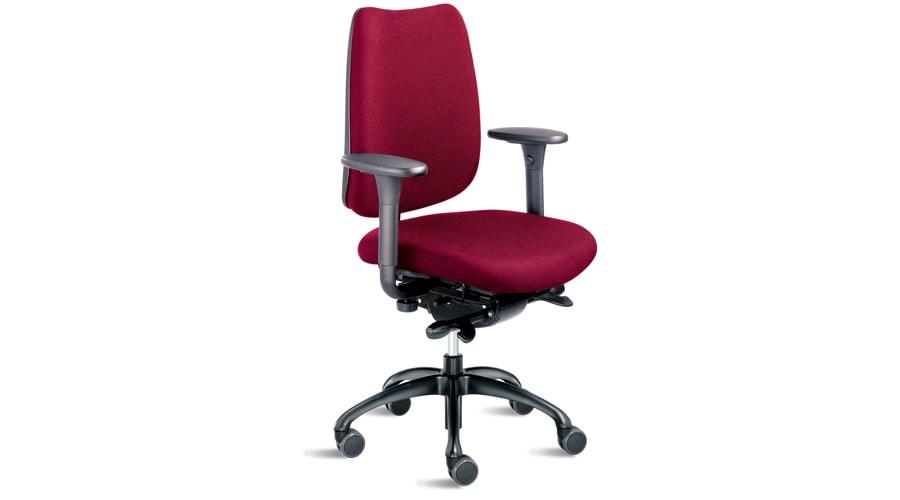 roter Bürostuhl mit Armlehnen